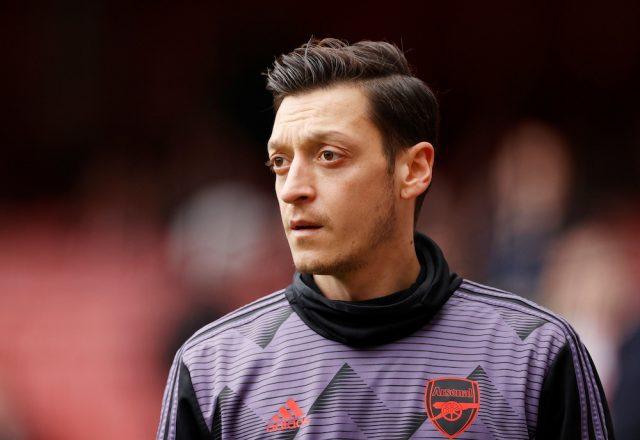 Uppgifter: Arsenal vill riva kontraktet med Mesut Özil