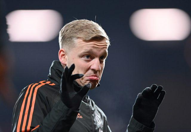 Donny van de Beek stannar i Manchester United