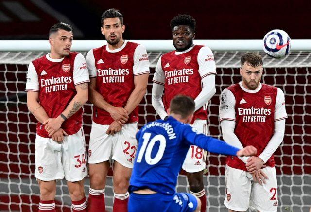 Arsenal-mittfältaren kan lämna i sommar - jagas av tre klubbar